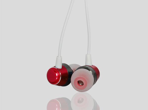 金属入耳式耳机